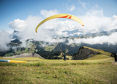 flying-paragliding-molo